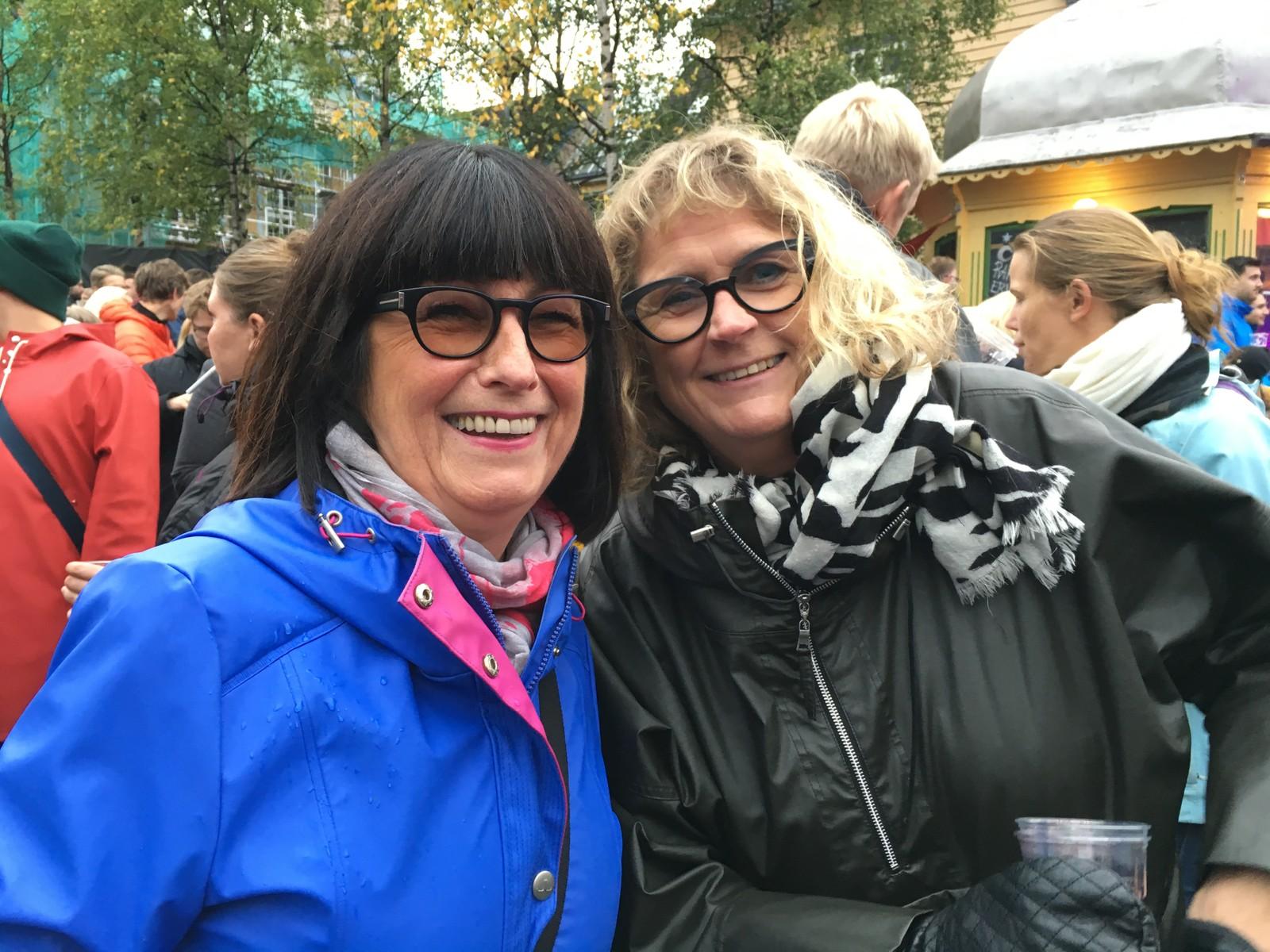 Margit Lein om Dagny: – Hun er helproff! Nora Kiil: – Musikken, stemmen, sceneutstrålinga, klærne. Hele Dagny er jo bare helproff – helproff, og superbra. Jeg har fulgt henne hele livet hennes. Hun har aldri vært opptatt av å flotte seg. Musikken har alltid vært viktigst.