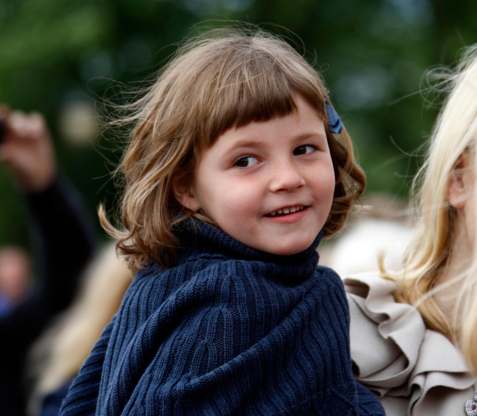 5 ÅR OG PÅ JOBB MED MOR: Prinsesse Ingrid Alexandra var fem år då ho tok i mot Miljøagentparaden på Slottsplassen.