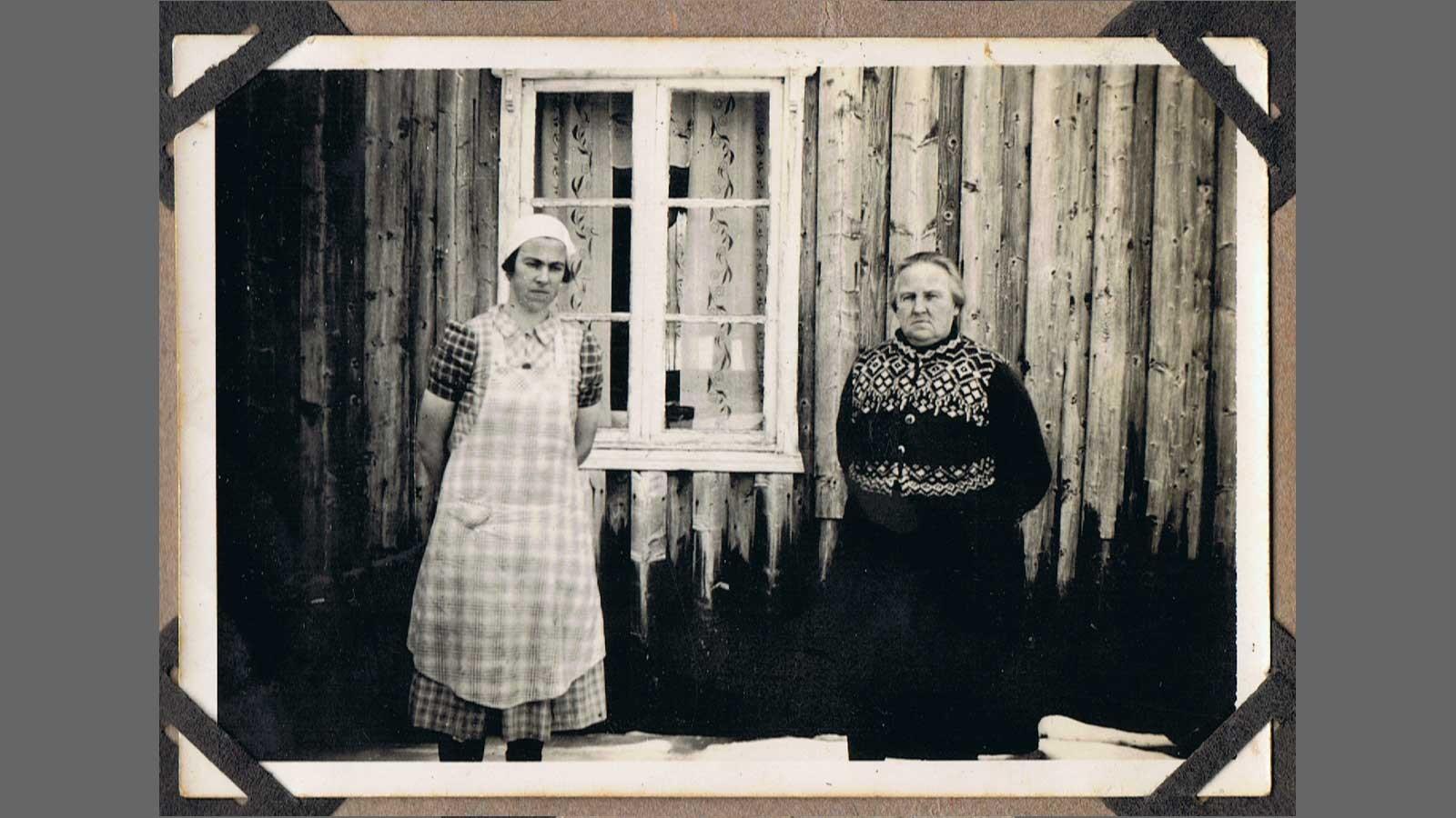 Passfoto av Marie Hammer Lona og Kjerstina Lona