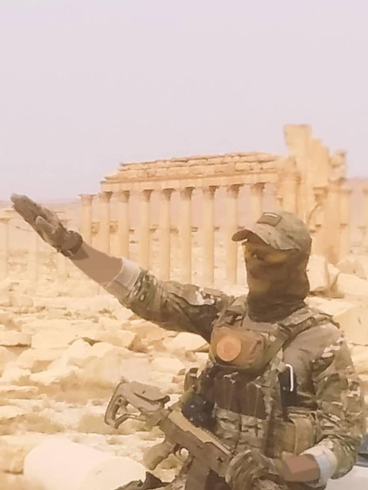 Sieg heil foran Palmyra