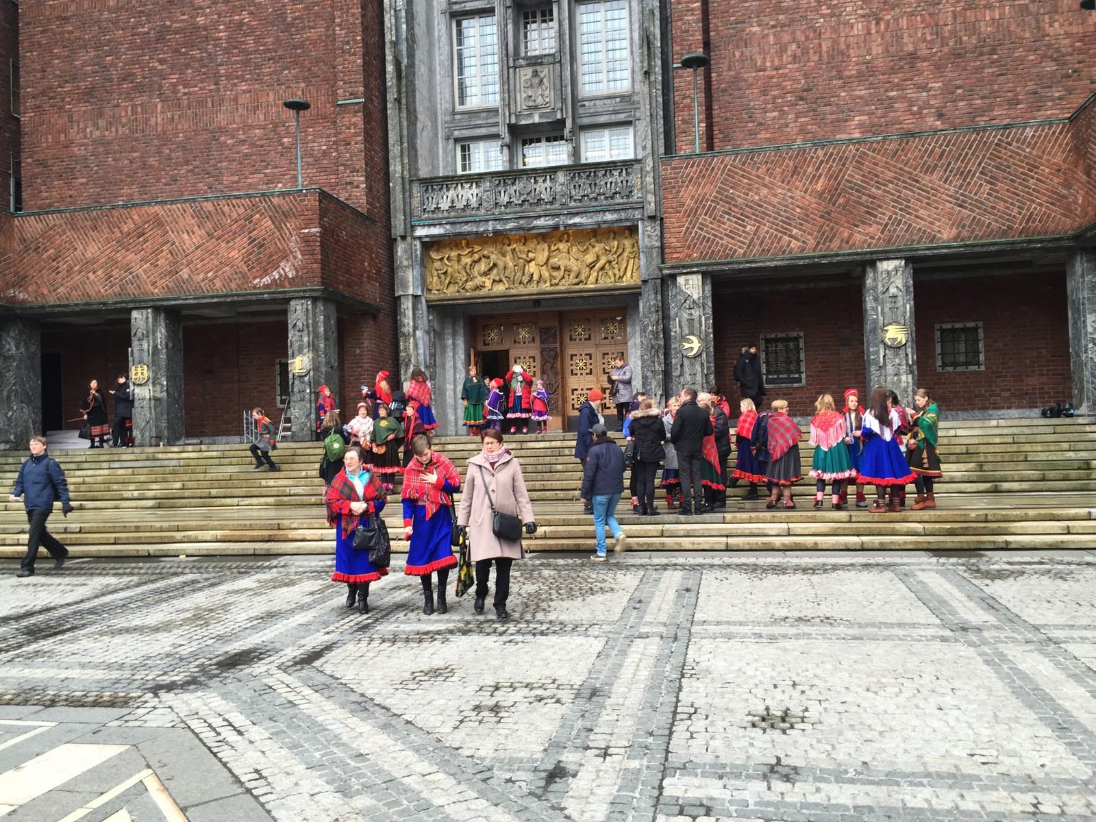 Det var mange som ville få med seg lunchen på Oslo rådhus.