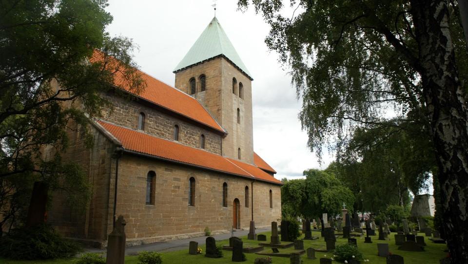 Poesi og messe fra Gamle Aker kirke