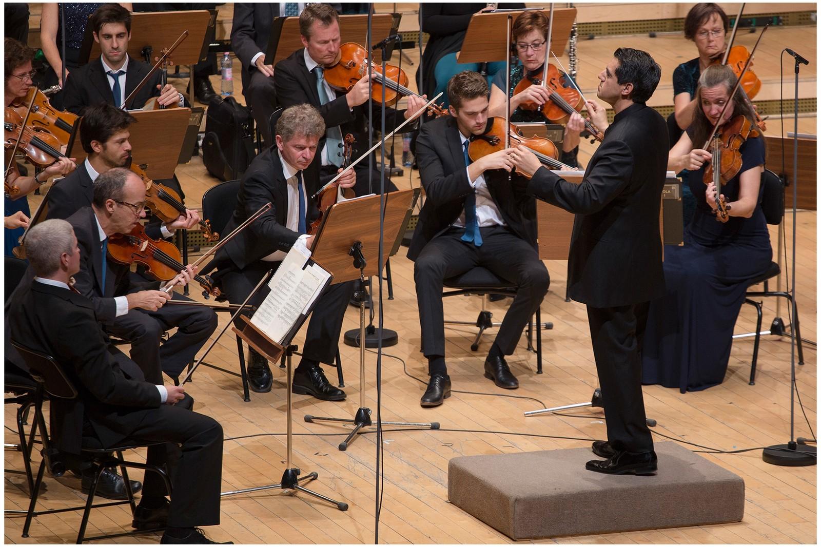 Miguel Harth-Bedoya i aksjon med Kringkastingsorkestret