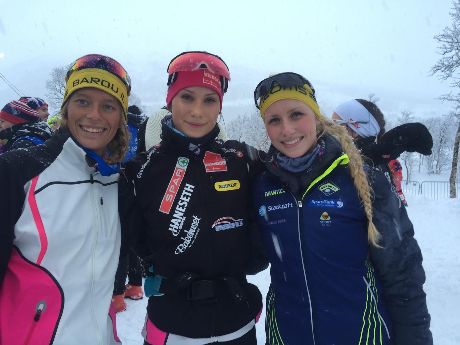 Heimdal-slekta fra Bardu stilte med hele fire løpere på søndagens NM-stafett for kvinner. Johanne (t.h.) og Lovise Heimdal (i midten) gikk for Bardus førstelag.
