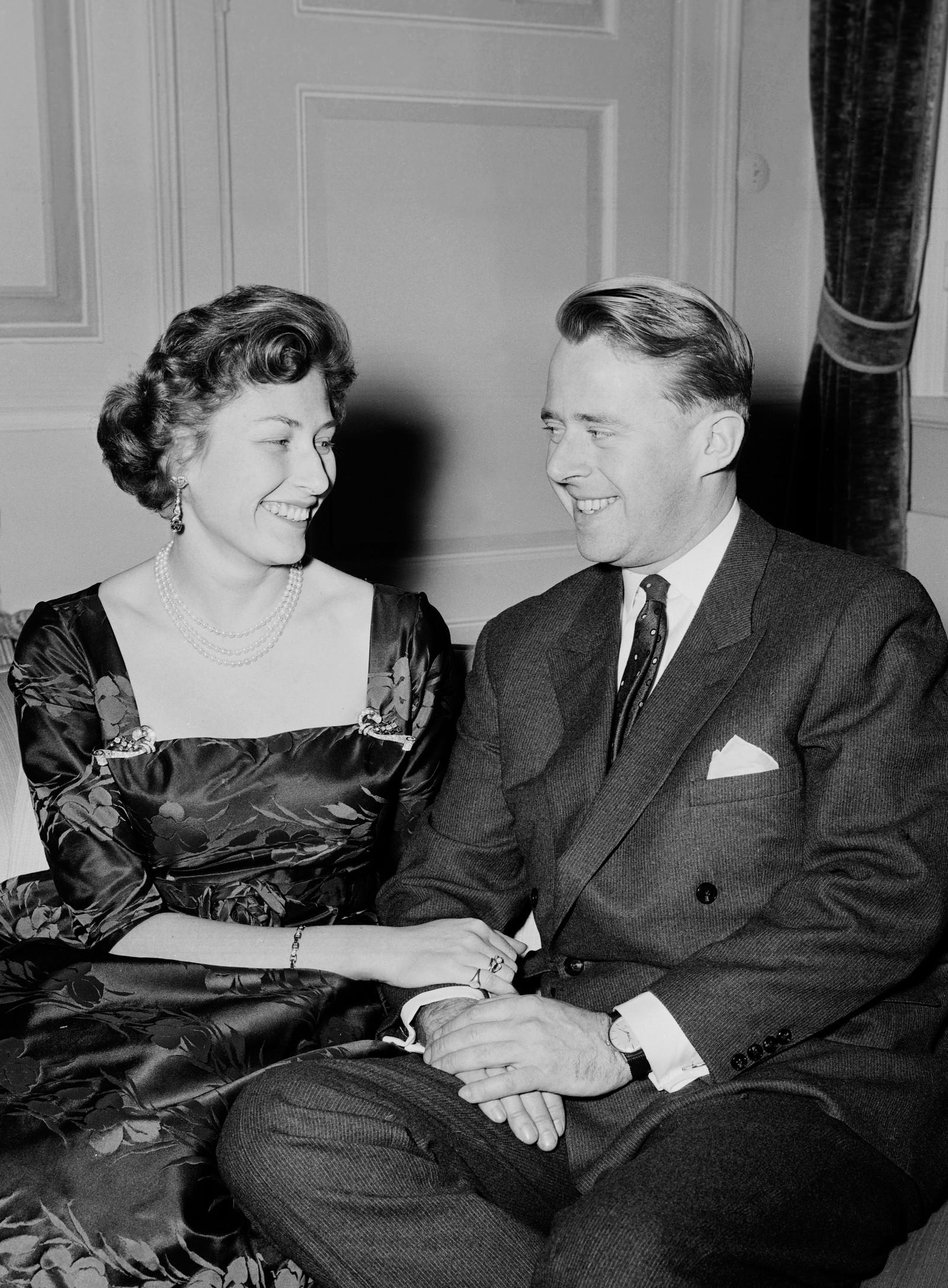 KJÆRLEIKEN: Det tok mange år før prinsesse Astrid fekk lov til å gifte seg med sin store kjærleik, Johan Martin Ferner. Han var skilt og vurdert som eit dårleg parti for ei kongsdotter. Men i 1960 forlova dei seg. Paret fekk fem barn.