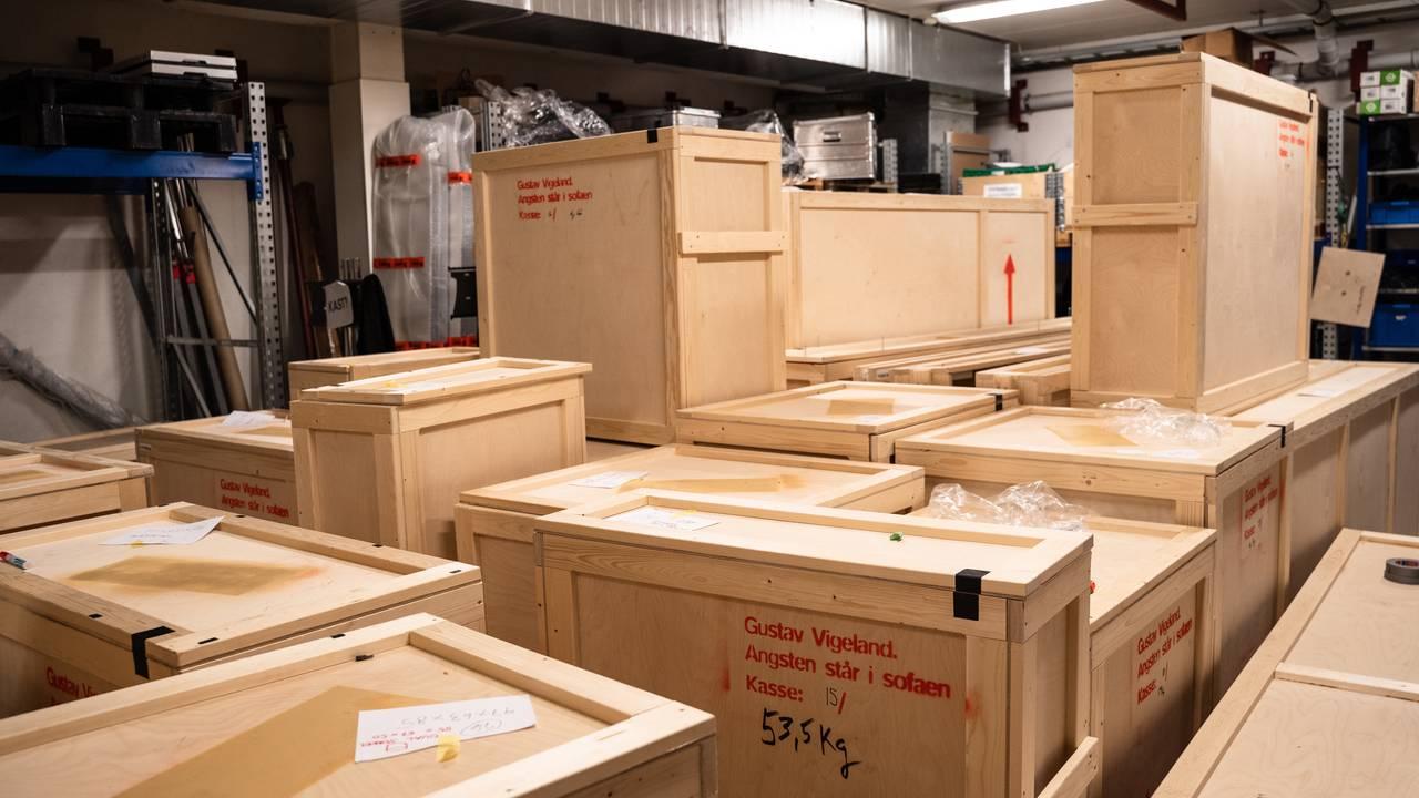 21 skulpturer blir over 40 kasser som skal fraktes fra sted til sted.