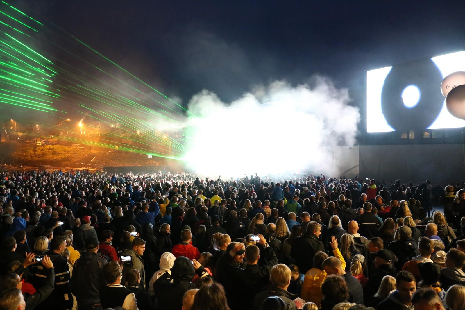 Mange fikk med seg gratiskonserten på festplassen i Kopervik sentrum.