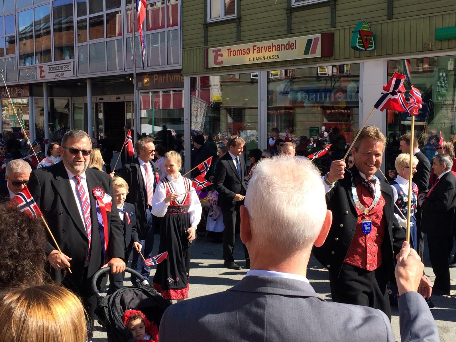 Jens Johan Hjort går i 17. mai-toget for siste gang som ordfører i Tromsø.