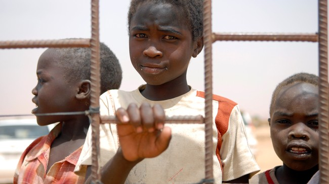Barn i flyktningeleir utenfor El Fasher