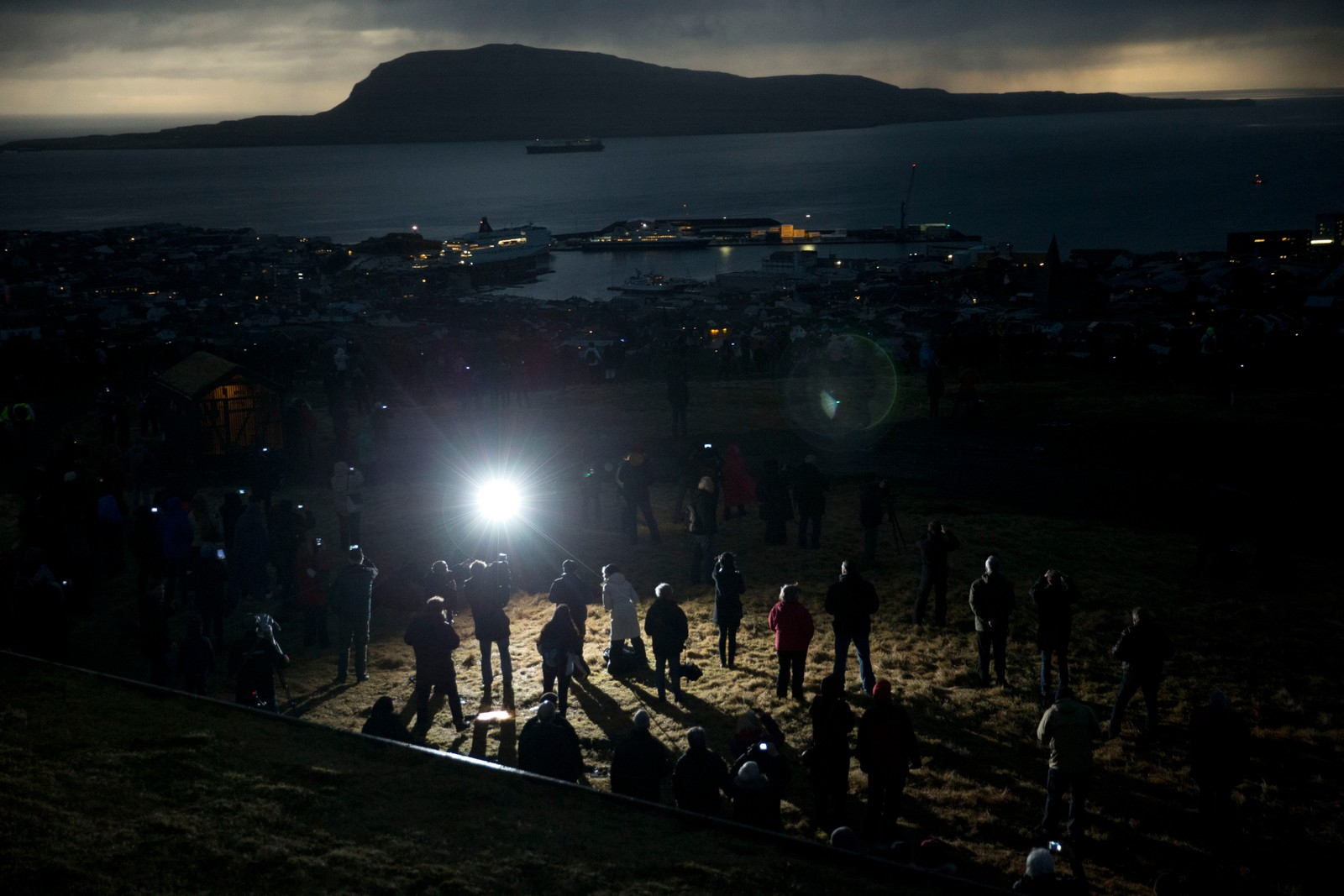 Solformørkelse over Torshavn, Færøyene, der folk har reservert overnatting i måneder og år i forveien.