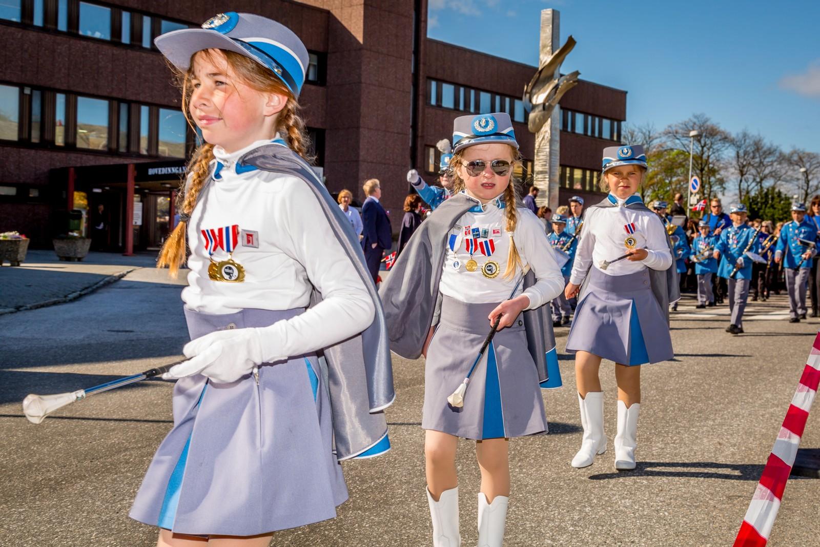 Flotte drilljenter i Kristiansund skolekorps.