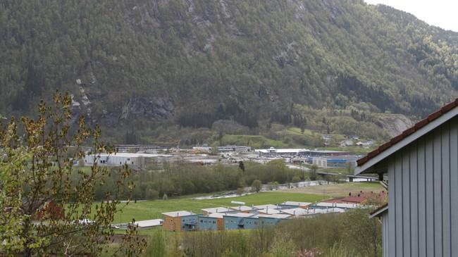 Brulandsvellene sett frå Vieåsen i 2007. Nye handelshus er reist, og til venstre er Coop Extra under bygging. Foto: Kjell Arvid Stølen, NRK.