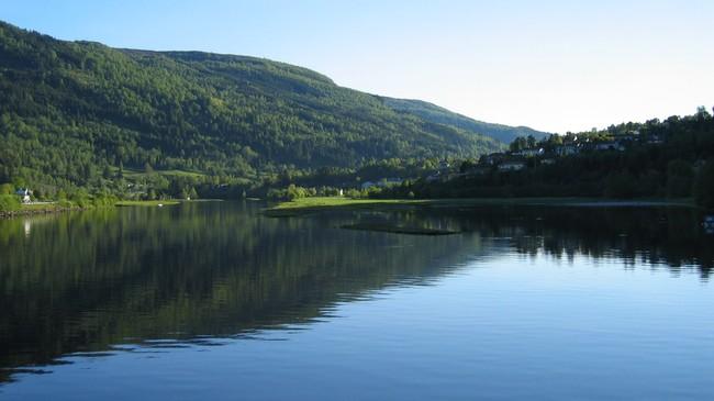 Den nedste delen av Nausta, sett frå riksvegbrua. Foto: Åsmund Berthelsen.