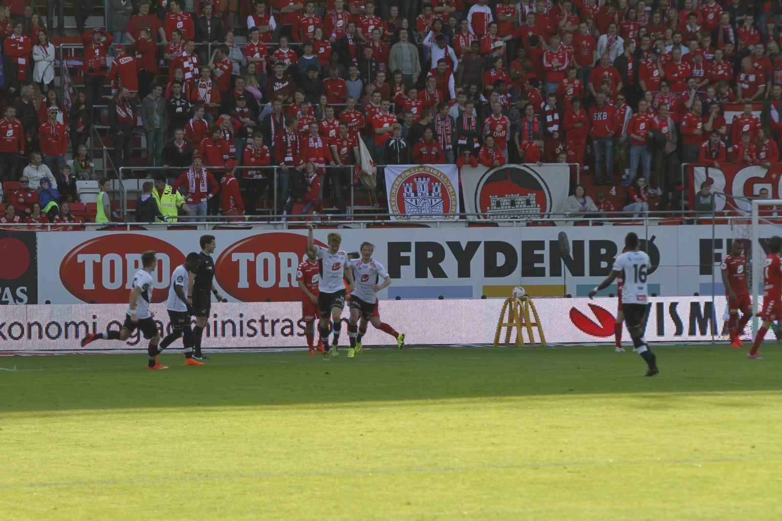 JUBEL: Kristian Fardal Opseth har nett gjort utrulege 4-0 for Sogndal.