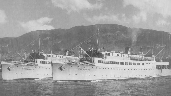 """Tvillingskipa """"Sognefjord"""" og Sunnfjord"""" var klare til innsats i 1950. Eigar av foto: Fjord1 Fylkesbaatane."""