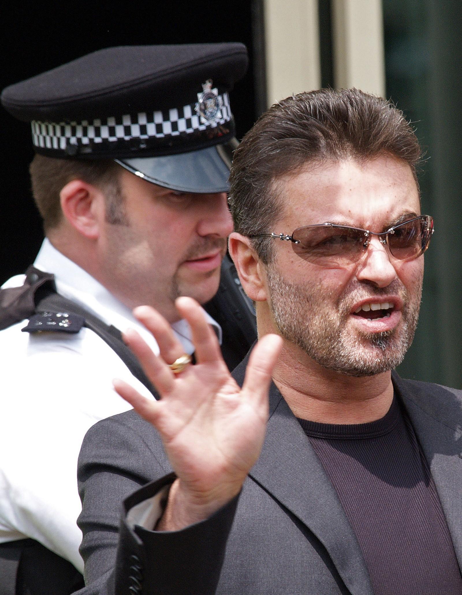2007: I retten i London fikk George Michael kjøreforbud i to år etter å ha krasjet med bil inn i en bygning sommeren 2007.