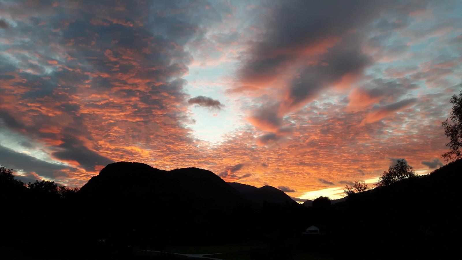 Morgonhimmel over Viksdalen.