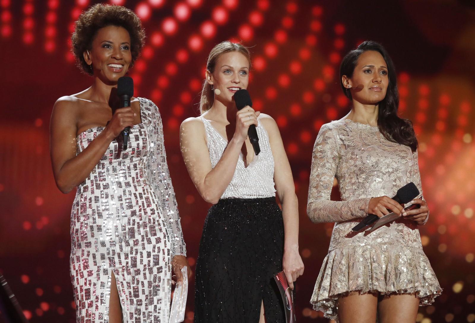 Denne trioen leder årets Eurovision Song Contest fra Wien. Fra venstre Arabella Kiesbauer, Mirjam Weichselbraun og Alice Tumler.