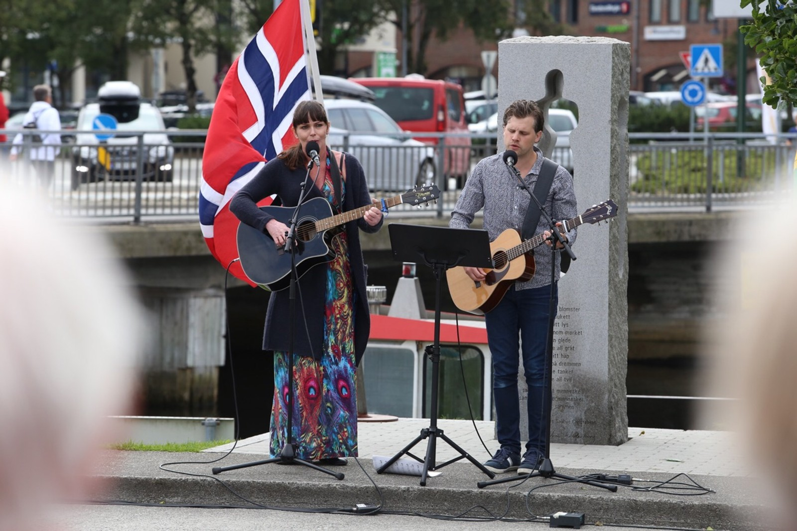 Lotte Torgeirsen og Andreas Petersson fremførte Mitt lille land i Egersund.