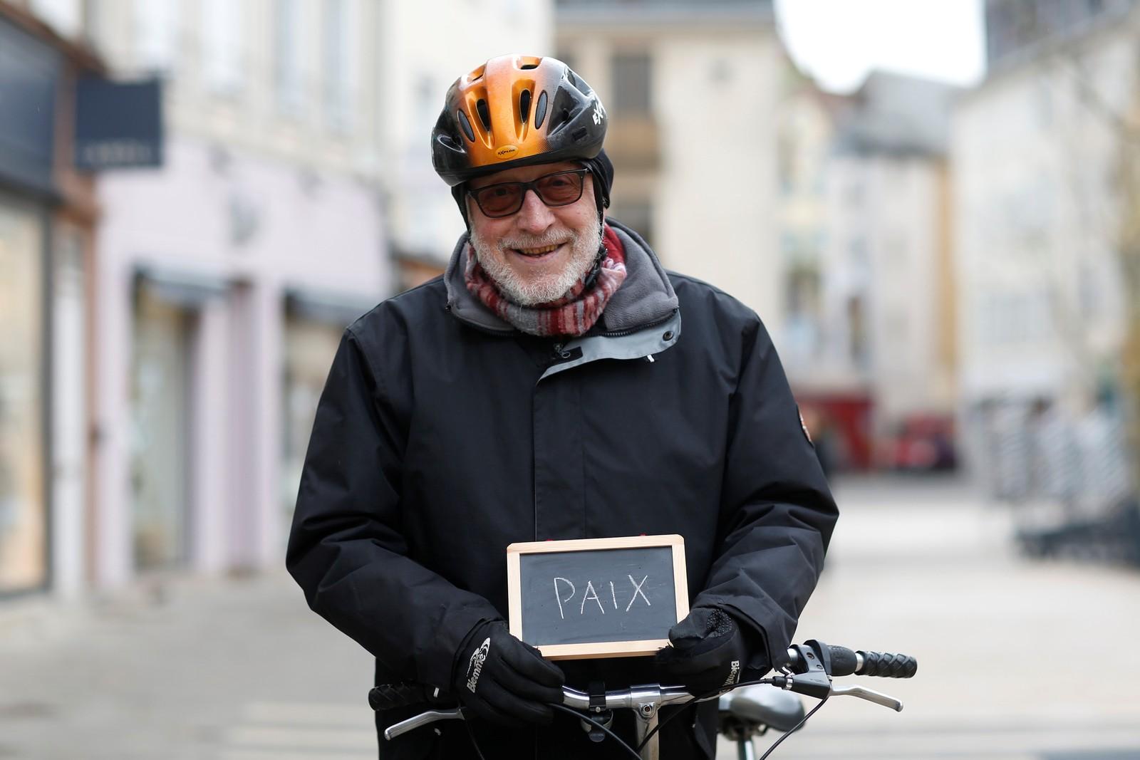 """Jean-Claude P (68) har gått av med pensjon og ber politikerne om å fokusere på tiltak for fred. """"Jeg har en drøm om en politiker som gir oss arbeidsplasser og fred. Fred i verden, det er det viktigste av alt""""."""