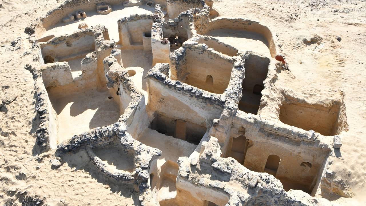 Utgravinger gjort i Bahariya i den vestlige ørkenen i Egypt av det som ser ut til å være verdens eldst daterte kristne kloster.
