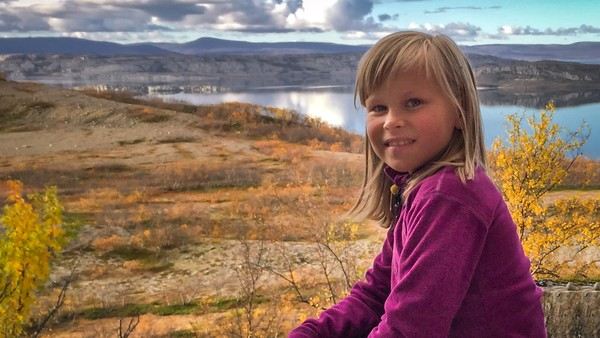 Áile Kristine liker å klatre, noe hun gjør så ofte hun kan. Tør Áile Kristine å klatre ute i en fjellvegg?
