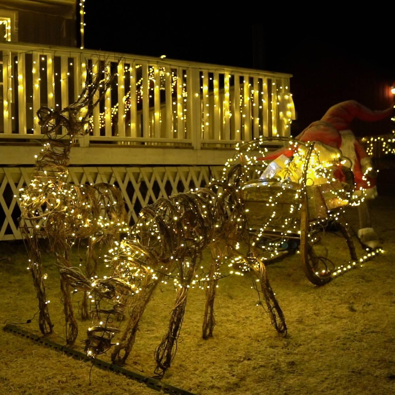 Julepynt. Julenisse med reinsdyr.