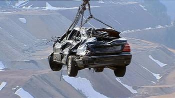 Video Bil kjørte utfor bro i Østerrike, sjåføren overlevde