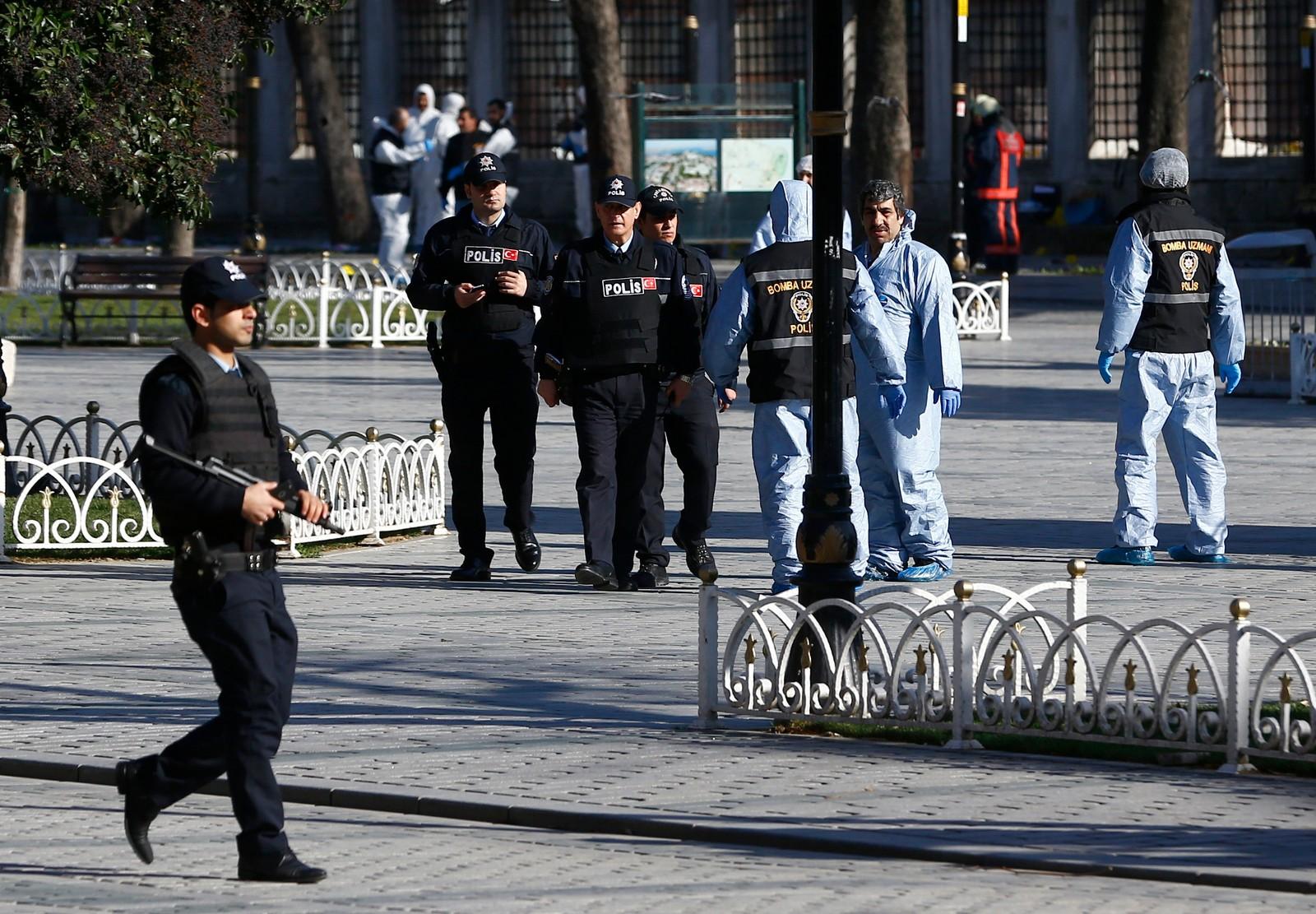 Mange fryktar at det kjem fleire eksplosjonar, og det er derfor eit stort politioppbod i Istanbul.