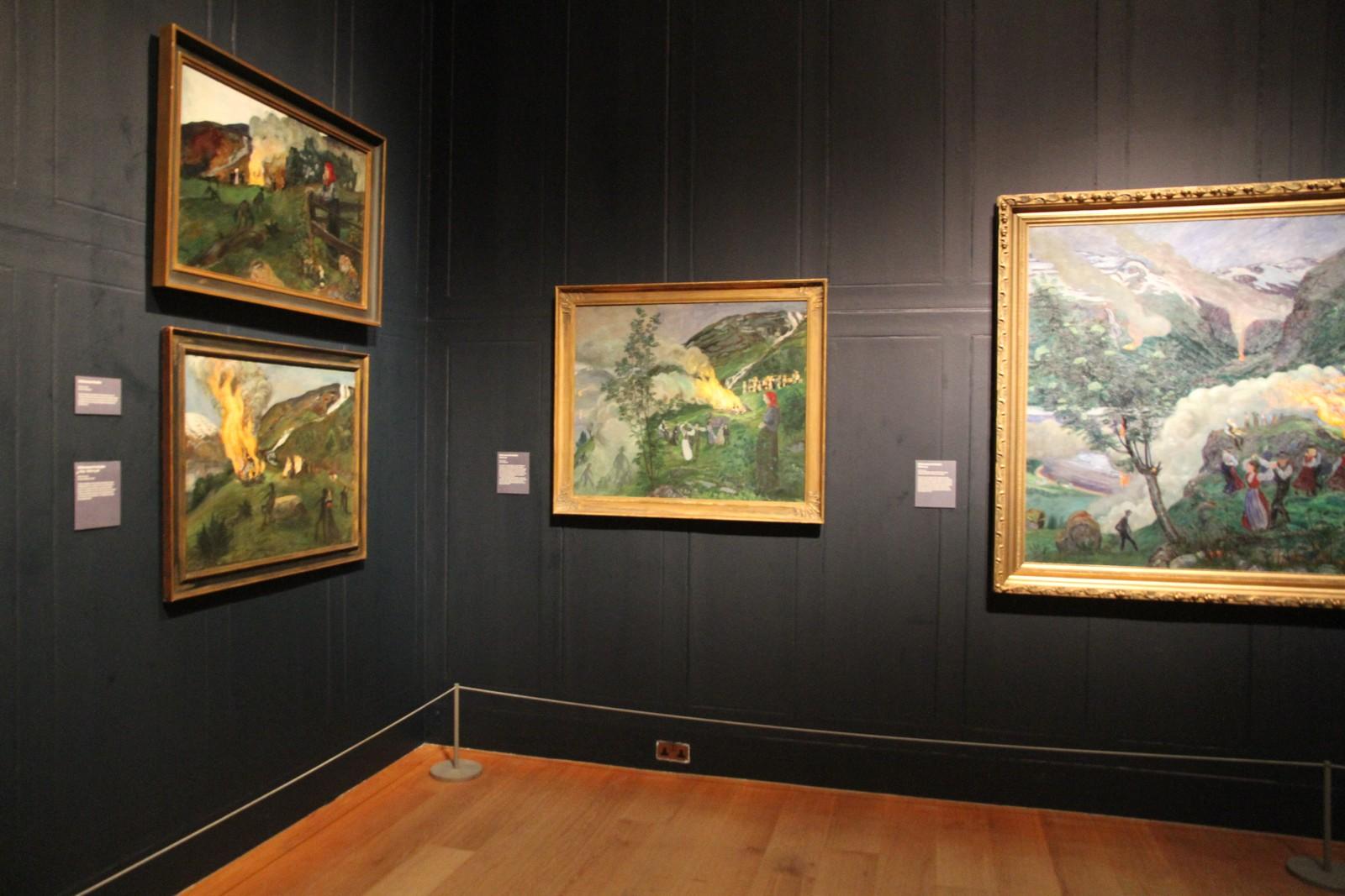 Motiv frå Jølster pregar veggane på Dulwich Picture Gallery i London.