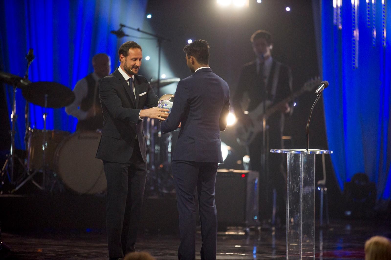 Sajandan Rutthira mottok prisen for «Årets ildsjel» fra kronprins Haakon.