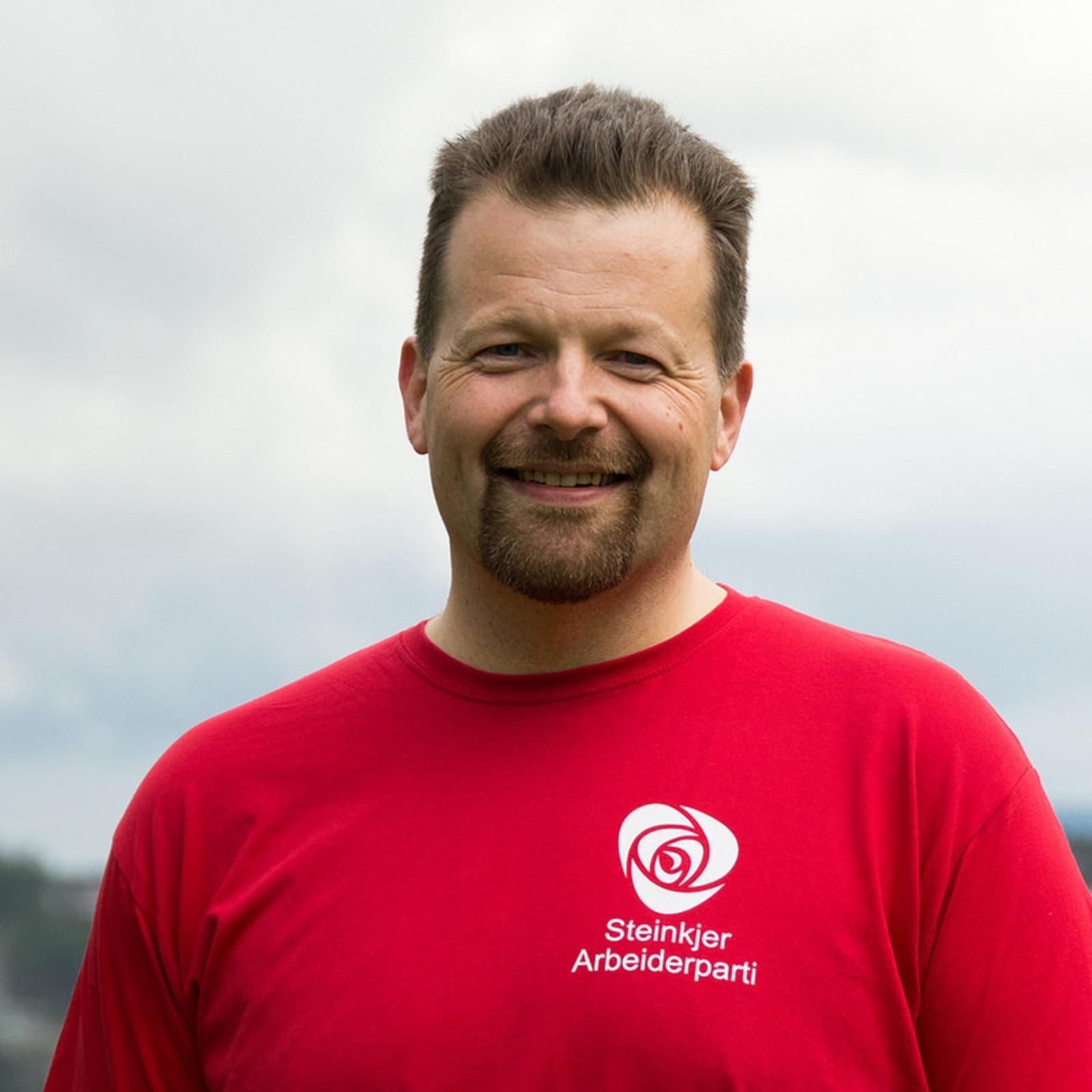 Roar Veiseth blir direktør for administrasjon. Er i dag administrasjonssjef hos Fylkesmannen i Nord-Trøndelag. En funksjon han har hatt siden 2011.