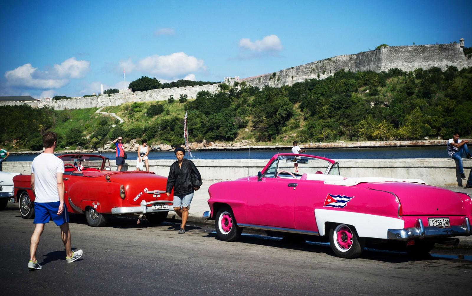 Amerikanske 50-tallsbiler i Havannas gater 19. desember i år.