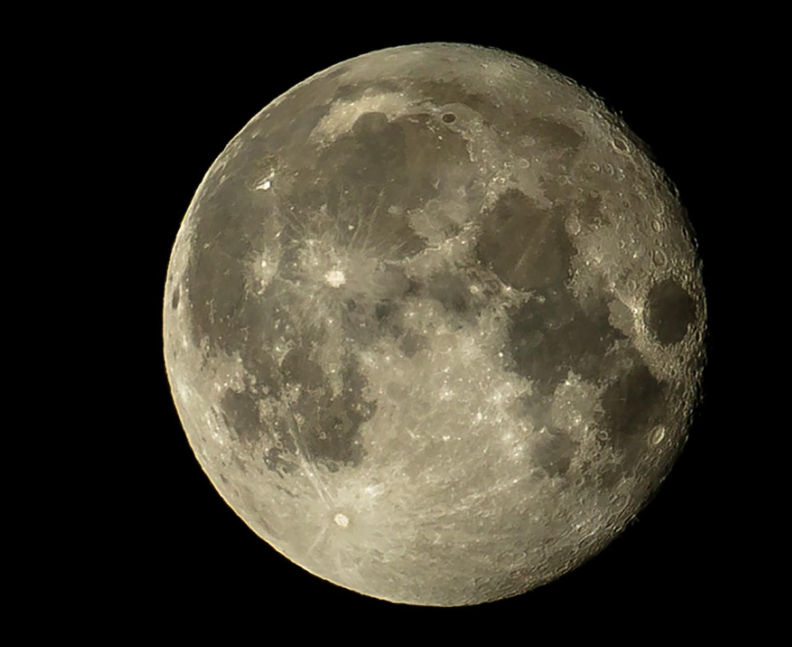 Månen over Hommelvik