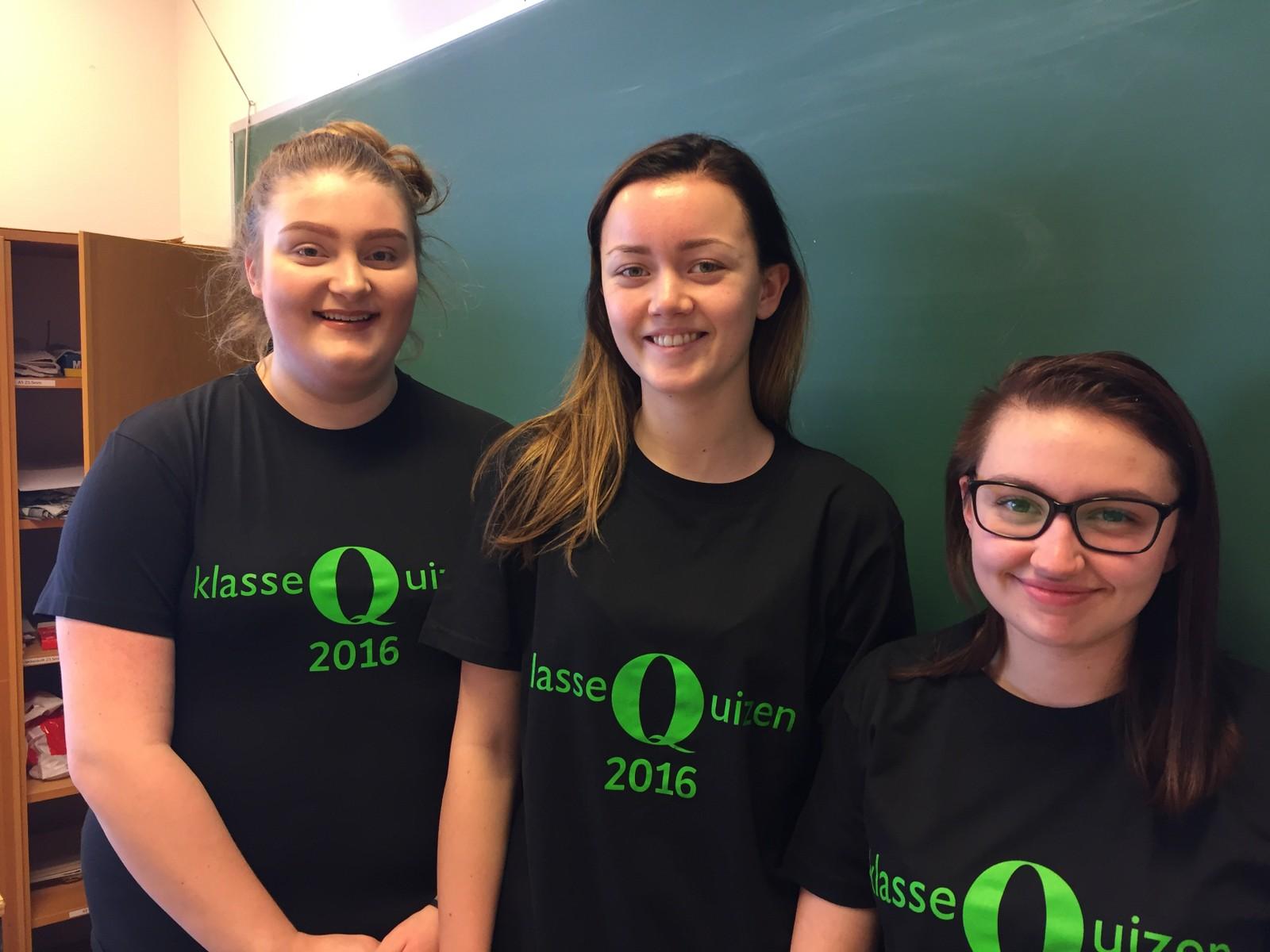 Jøa skole fikk 7 poeng i Klassequizen. Fra v. Frida Ulsund, Sarah Ørjasæter Forås og Bjørg Elisa Leithe Hugås.