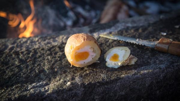 Ferdig eggepotet - LUNSJ: Deilig bålmat på 1-2-3. - Foto: Sindre Thoresen Lønnes/DNT