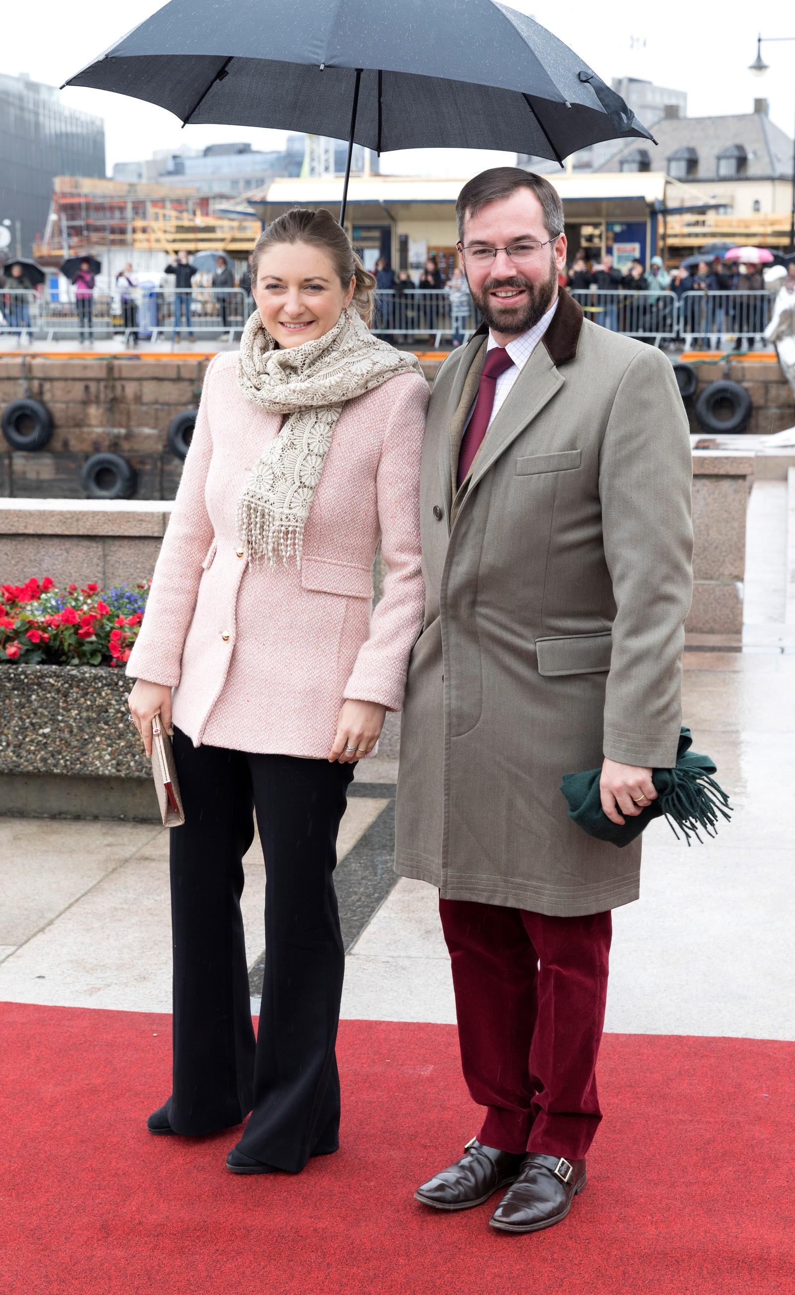 H.K.H. Arvestorhertug Guillaume og H.K.H. Arvestorhertug-inne StÈphanie ved avreise fra honnørbrygga i Oslo på tur til lunsj på Kongeskipet Norge onsdag.