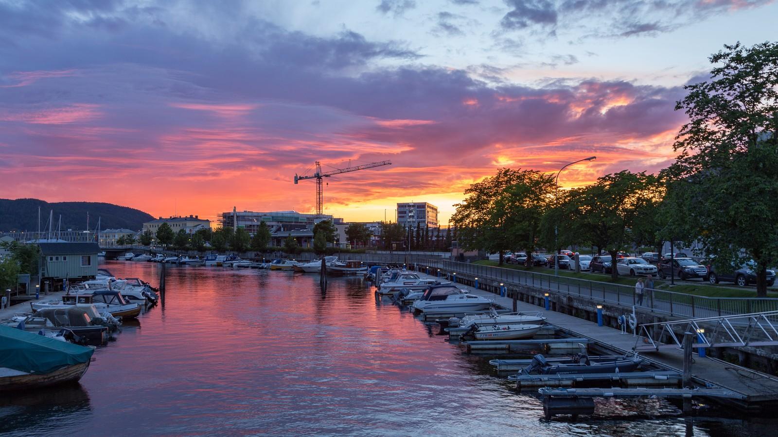 Solnedgang i Kanalen i Trondheim