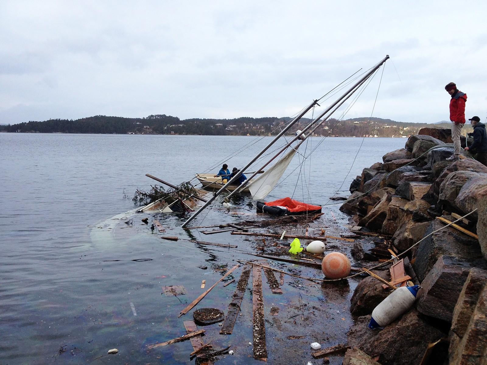 – Forferdelig trist, sier båteier Knut Aarekol. Familiens motorseiler gikk ned i Fanafjorden i Bergen under ekstremværet «Nina».