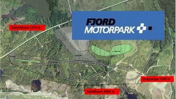 Fjord motorpark på Karmøy tok et nytt steg mot realisering i går kveld. Da vedtok kommunestyret ekspropriasjon av området der motorsportsanlegget skal ligge. Men de fleste grunneierne er ikke fornøyd, og vil bestride gyldigheten av vedtaket.