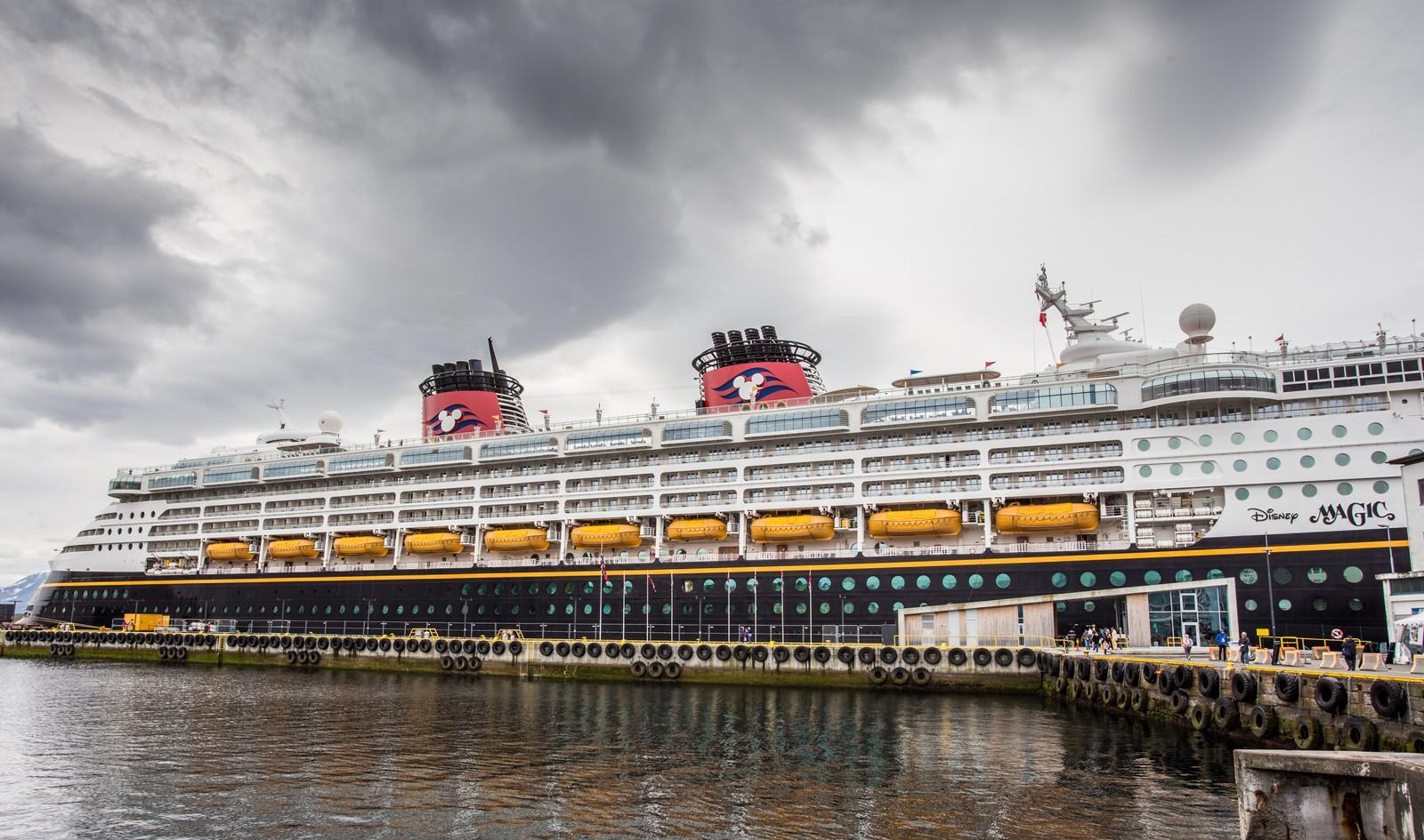 Cruiseskpet Disney Magic til kai i Ålesund.