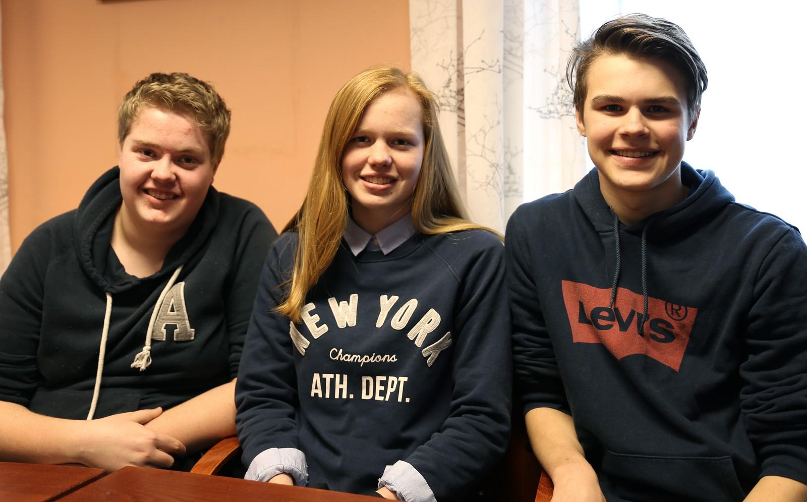 11 POENG: Nesten full pott for Samnanger ungdomsskule og (fv) Anders Rondestveit, Anne Fossdal Kalle og Steinar Waage Tveit.