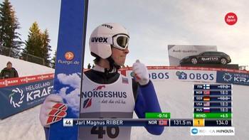 Kombinertløperen, Jarl Magnus Riiber, leder etter hoppdelen av kombinertrennet i Granåsen.