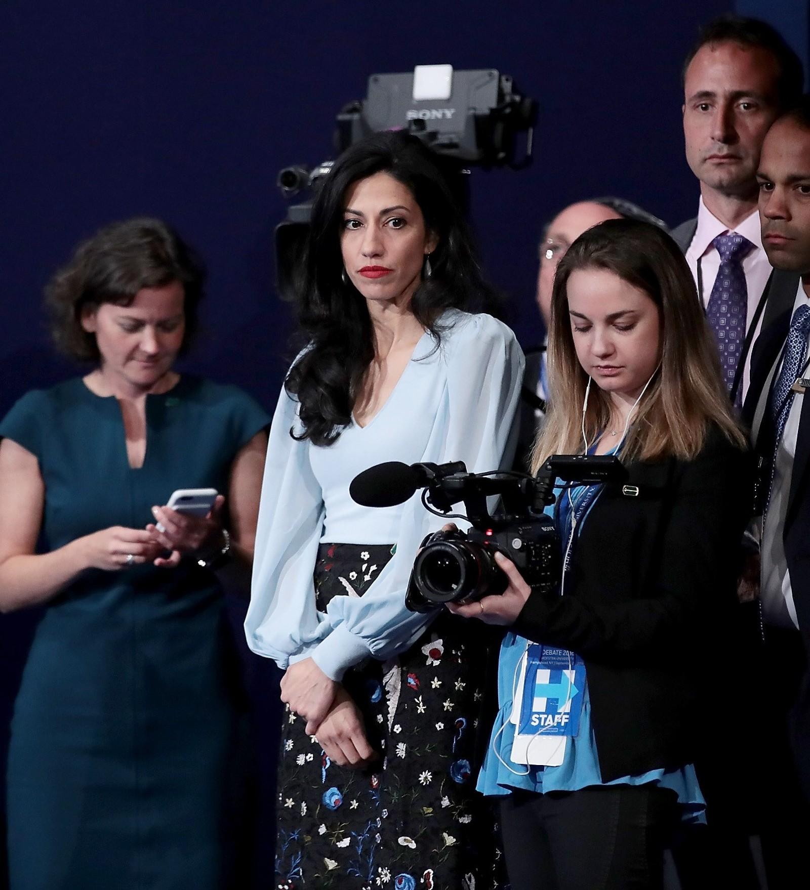 Huma Adedin, ofte omtalt som Clinton-kampanjens «hemmelige våpen», etter at debatten var ferdig.