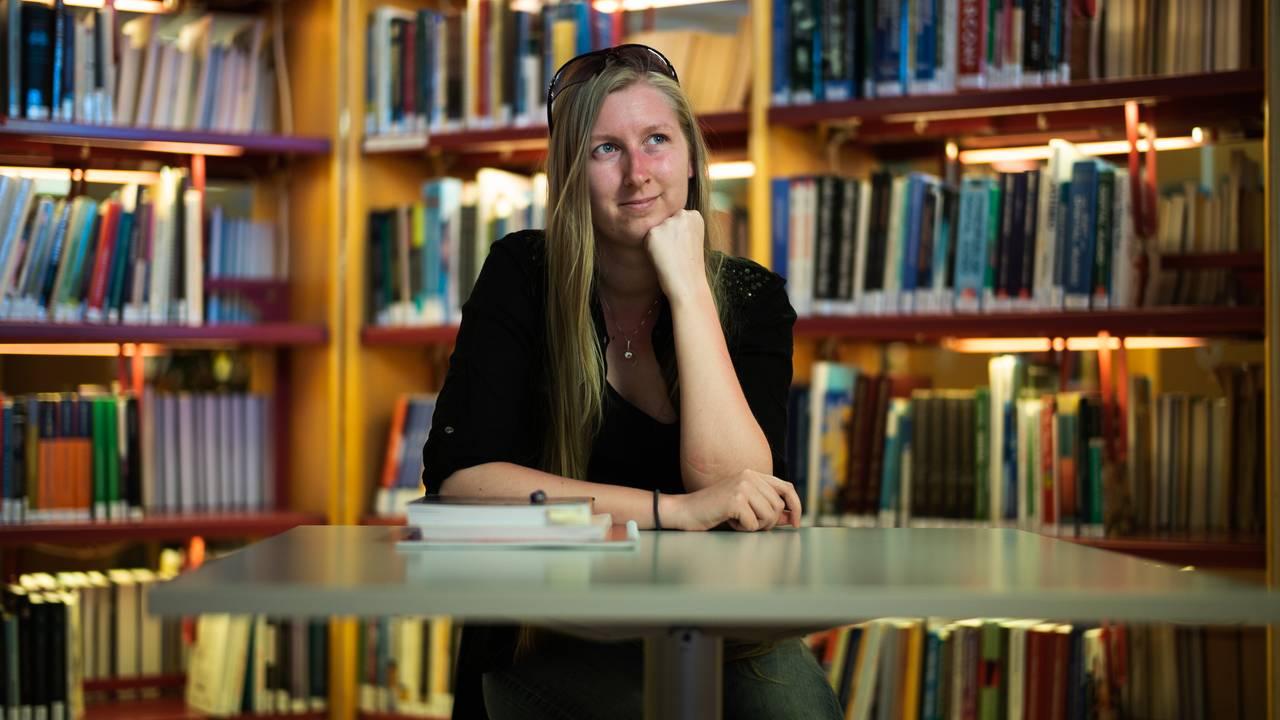 Hun har søkt hundrevis på hundrevis av stillinger og er på tredje bacheloren, men får ikke jobb.