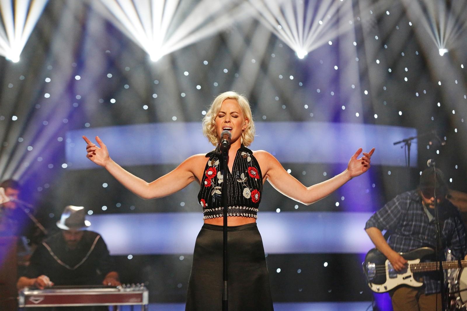 DIXIE CHICKS-HIT: Nicoline Berg Kaasin sang Dixie Chiks-hiten «Not Ready to Make Nice», skrevet av Martie Maguire, Natalie Maines, Emily Robinson, Dan Wilson.