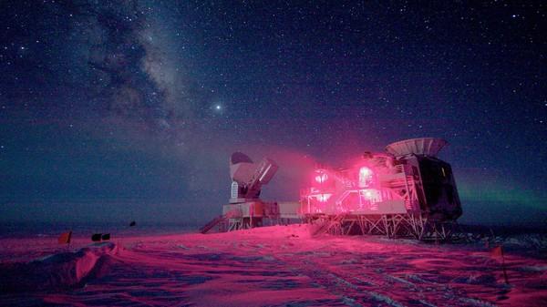 Kan ha funnet lys fra universets fødsel