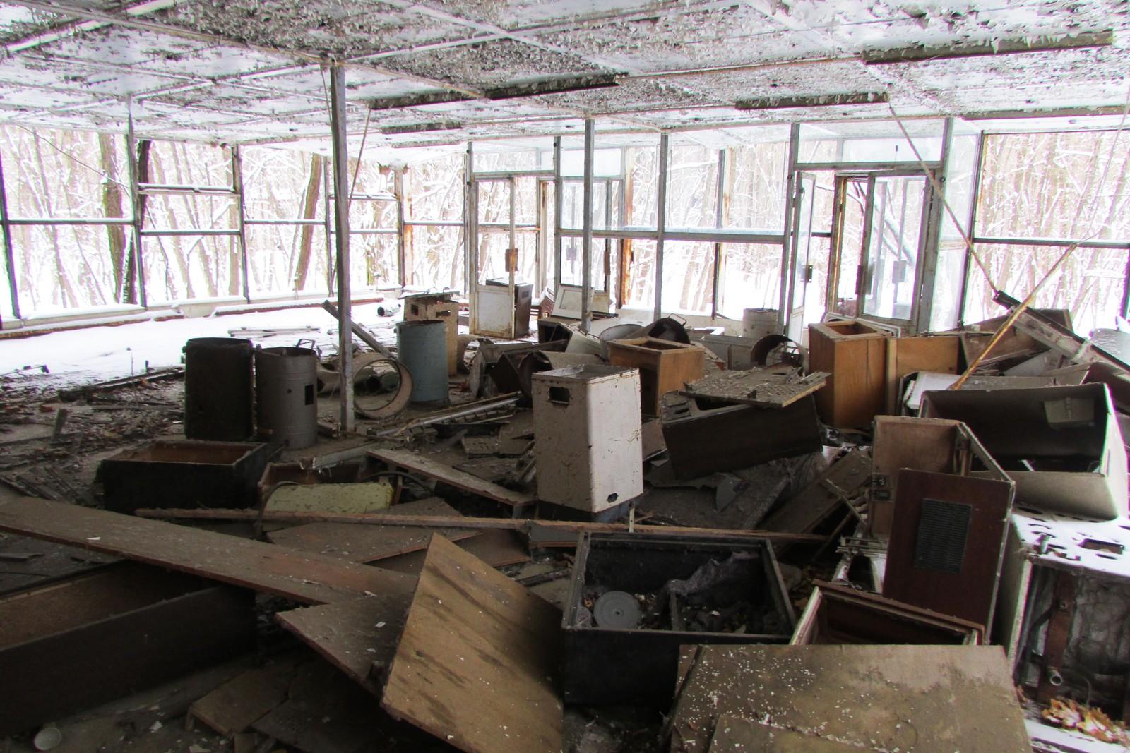 I hvitevarebutikken ligger fortsatt gamle vaskemaskiner og TV-er. Etter som årene er gått er alt blitt til skrap, men en gang var det de beste maskinene Sovjetunionen kunne by sine arbeidere.
