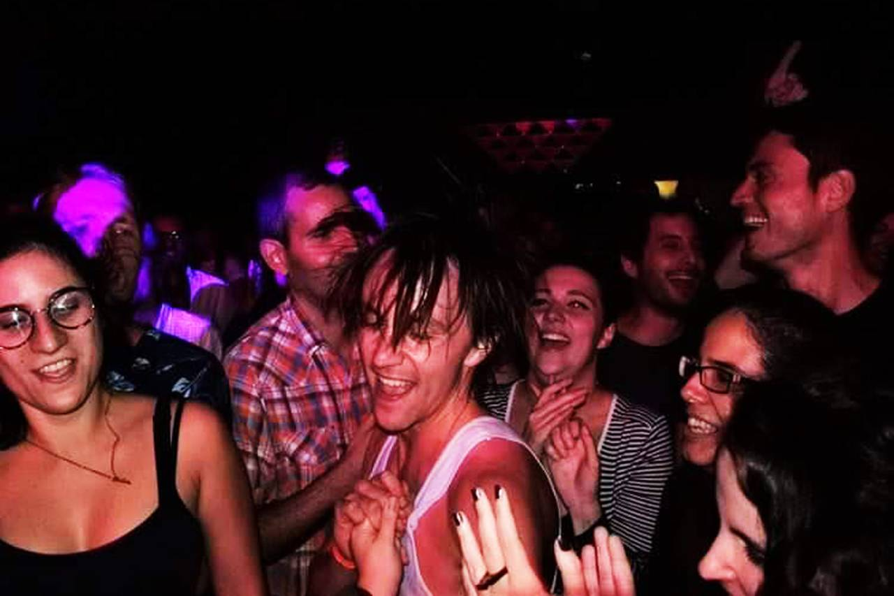 SVETT & SMILING SONDRE LERCHE: Dette er fra en av de siste konsertene på den 150 gig lange Pleasure-turnéen, i Brasil.