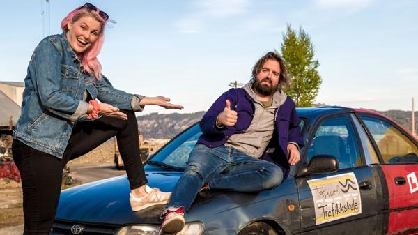 Klarer Torfinn å lære Marte å kjøre bil?